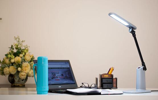 đèn bàn làm việc